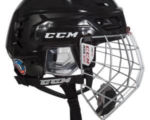 Hokejova helma s mriezkou